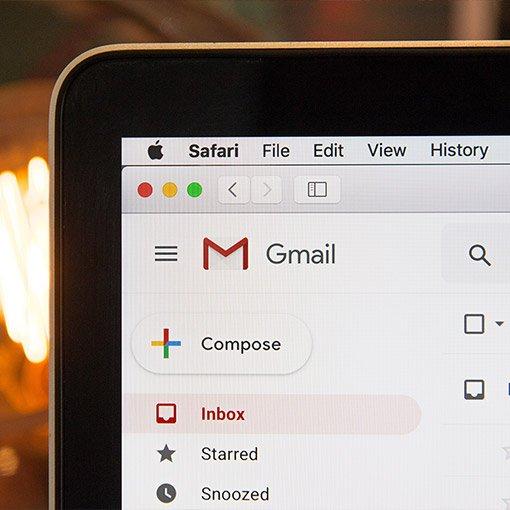 E-Mail Postfach von Google auf einem MacBook